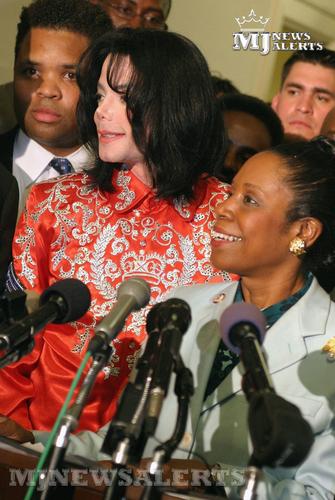Michael visits Capitol पहाड़ी, हिल