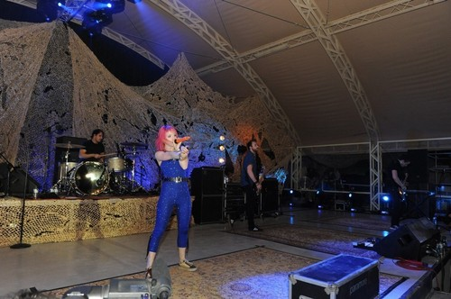 Paramore's VH1 Divas Salute The Troops, USO, Kuwait [Nov 23]