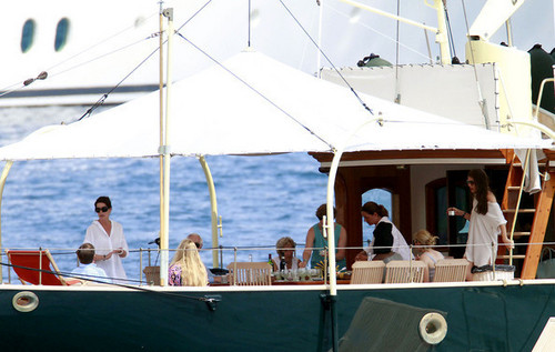 Prinzessin charlotte Casiraghi Hintergrund entitled The Casiraghi Family on Their Yacht