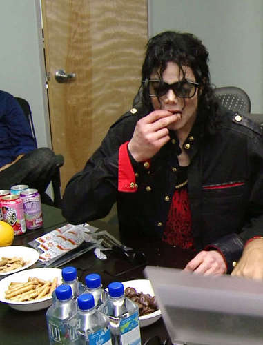 Very rare, MJ eating photo
