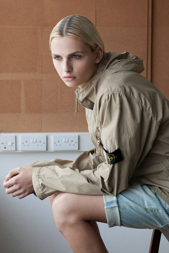 andrej pejic Hintergrund possibly with a green beret, kampfanzug, schlachtkleid, schlacht-kleid, fatigues, ermüden, and ermüdet titled andrej