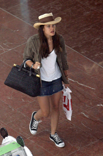 la Princesse charlotte Casiraghi fond d'écran with a snap brim hat, a campaign hat, and a boater called charlotte