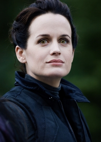 "Esme Cullen wolpeyper probably with a portrait called ""Eclipse"" DVD Behind The Scenes Stills HQ"