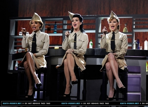 """VH1 Divas Salute the Troops"" presented da the USO"