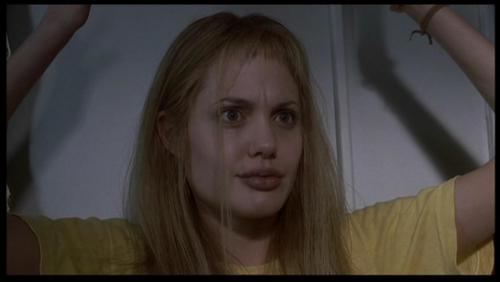 Angelina Jolie پیپر وال containing a portrait called Angelina Jolie as Lisa Rowe in 'Girl, Interrupted'