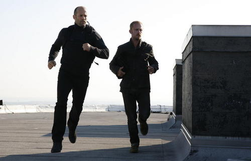 Jason Statham Hintergrund with a business suit entitled Ben Foster & Jason in The Mechanic