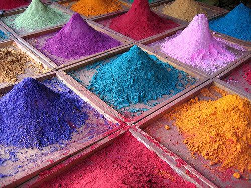 Краски твоей жизни в твоих руках.Раскрась ее ярко!