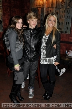 Caitlin & Payton with Cody and Alli Simpson