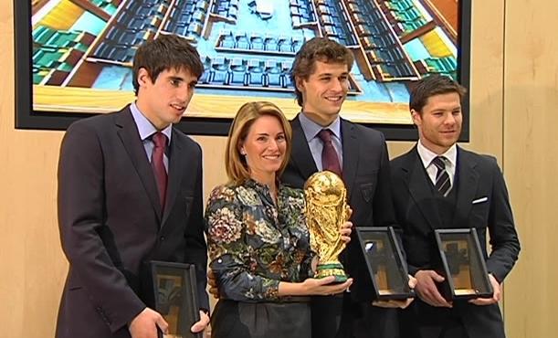 Fernando Llorente, Javi Martinez & Xabi Alonso - honored por the Basque government (1.12.2010)