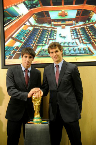 Fernando Llorente & Javi Martinez - honored سے طرف کی the Basque government (1.12.2010)