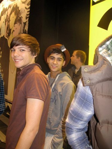 Funny Louie & Sizzling Hot Zayn At শীর্ষ ভান্দার (Zayn Owns My হৃদয় & Always Will) Those Coco Eyes :) x