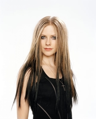 Avril Lavigne پیپر وال containing a bustier, بسٹیر and a portrait titled George Holz Photoshoot (Cosmo Girl 2004)