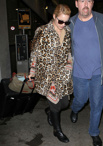 Glee Cast arriving @ LAX {December 6th 2010}