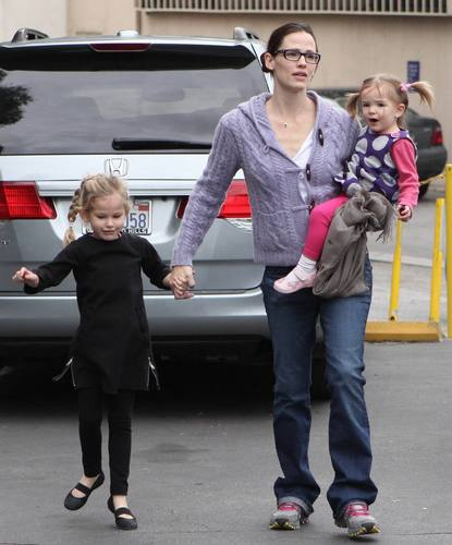 Jen & The Girls Out in Los Angeles 12/5/10