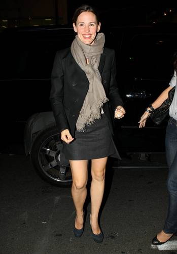 Jen out and about in L.A. 11/30/10
