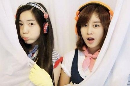 Ji Yeon-Hwayoung-and-Twin-sister-Hyoyoung