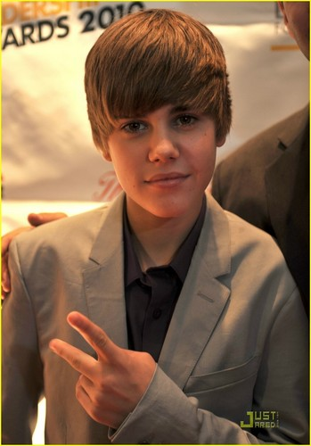 Justin Bieber World Leadeaship Awards