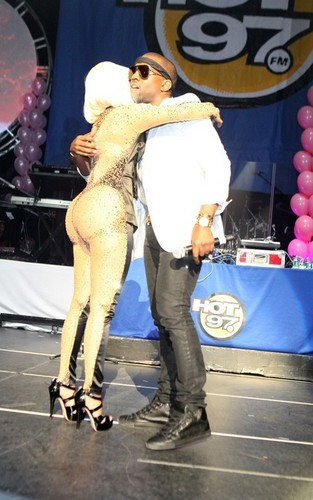 Kanye @ Nicki Minaj's Thanksgiving buổi hòa nhạc