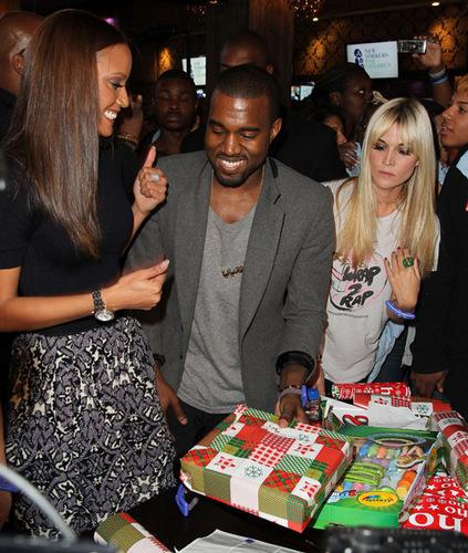 Kanye & Selita @ New Yorkers 덮개, 랩 to Rap Benefit