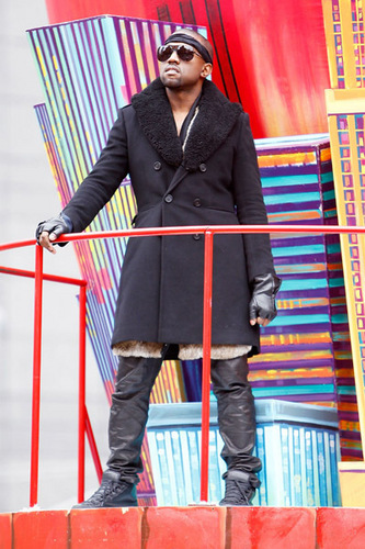 Kanye West @ The Macy's Thanksgiving 일 Parade