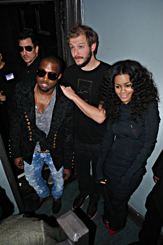 Kanye West's secret NYC mostrar 11/23/10
