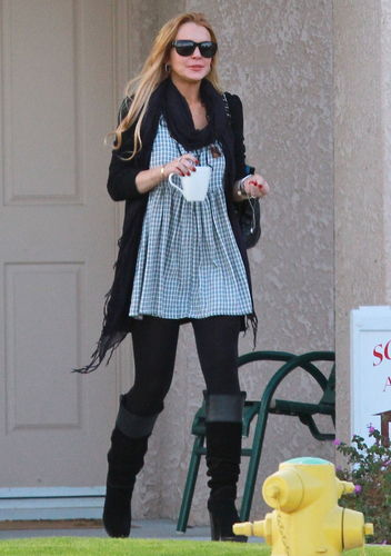 Lindsay Lohan 2010-12-03 - heads to Betty Ford
