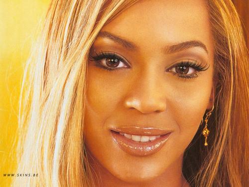 Lovely Beyonce kertas dinding