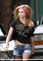 More Avril Pics on WHAT THE HELL music video shoot!