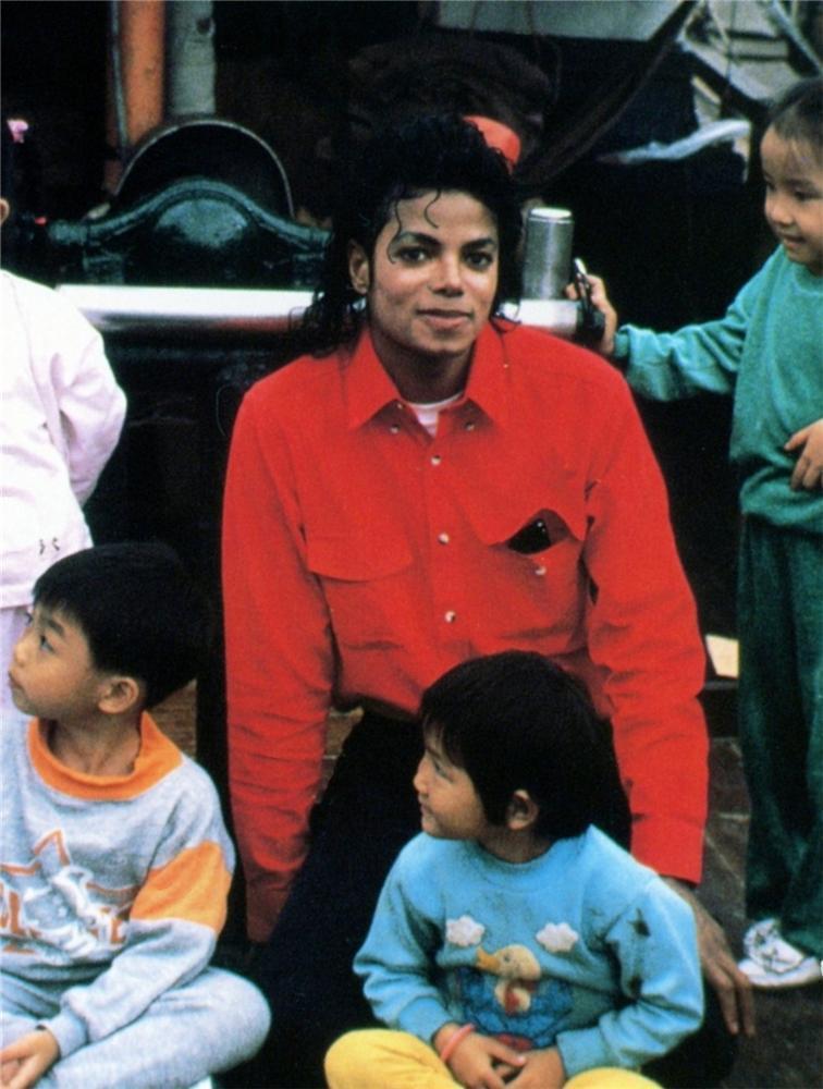 যেভাবে খুশী Michael Pictures