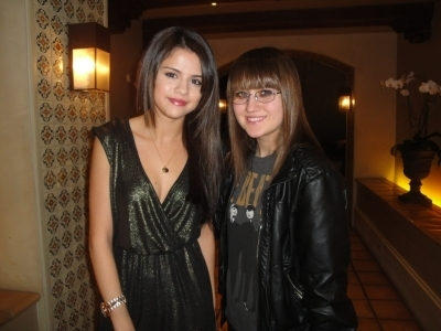 Selena @ Jake T Austin's 16th birthday - Selena Gomez 400x300