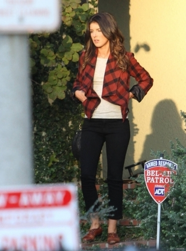 "Shenae on ""90210"" Set"