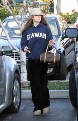 Shopping in Malibu - 13.01.04