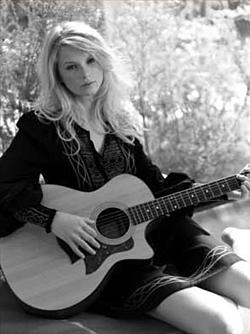 Taylor সত্বর - Photoshoot #021: Allure (2008)
