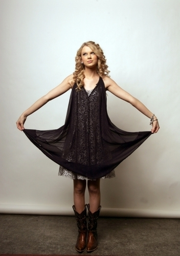Taylor veloce, swift - Photoshoot #041: Los Angeles Times (2008)