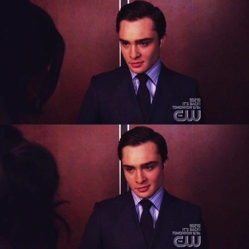 The way he looks at her! *swoon*
