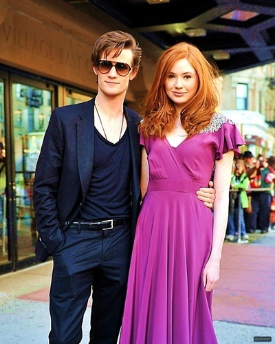 Matt Smith & Karen Gillan karatasi la kupamba ukuta with sunglasses entitled matt & karen