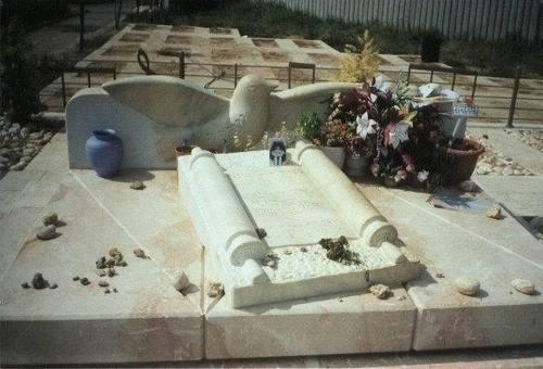 ofra's grave