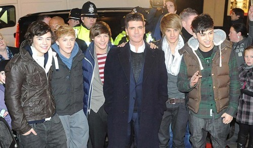 1D At Liams Hometown Wolverhampton Performing A Free Open Air concert 4 4000 Lucky fans :) x