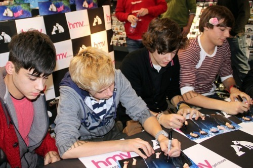 1D Boys At Bfd, Hmv 4 A Book Signing (I Was Their) Best hari Of My Life :) x