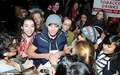 1D Louie Was Swarmed দ্বারা Female অনুরাগী As He Steeped Out In Covent Garden :) x