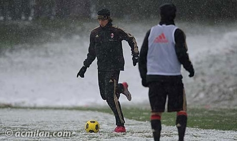 AC Milan players worked the beginning of December with snow.