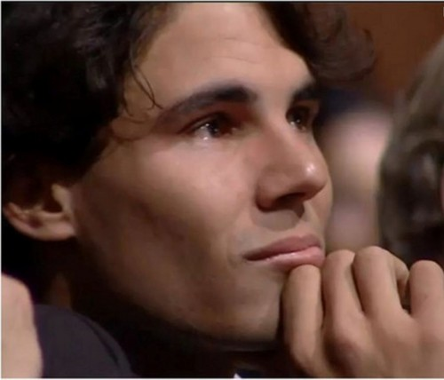 And why does she cry Rafa? Due to the end of Carlos's career, ou because the end of a relationship?