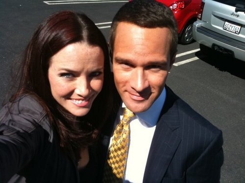 24 wolpeyper with a business suit called Annie & Chris Diamantopoulos on S8 Set