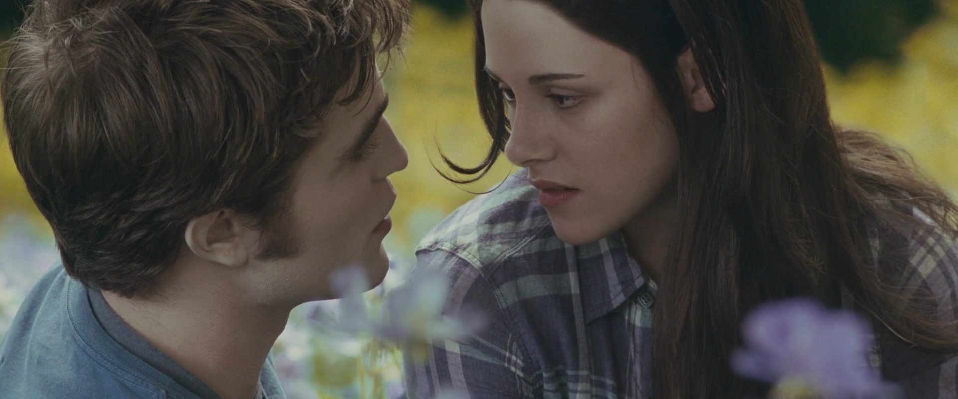 twilight the movie Here's the deal with twilight: edward cullen, a 100-something-year-old vampire who doesn't look a day over 17, is attending high school along with his adoptive vampire family.