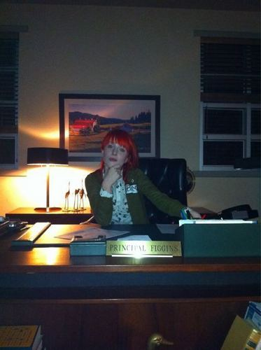 Hayley on the set of স্বতস্ফূর্ত