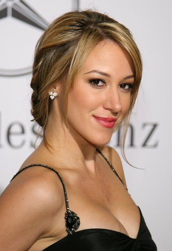 Haylie Duff wallpaper containing a portrait entitled Haylie Photo