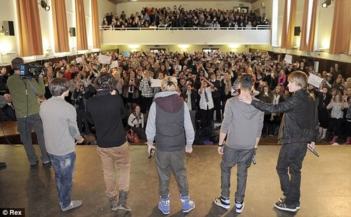Heartthrobs 1D perform Special sjees, gig At Louis Former School In Doncaster (Hall Cross) :) x