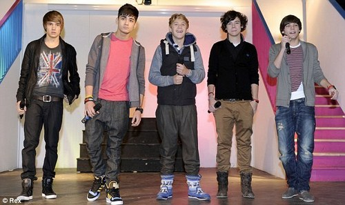 Heartthrobs 1D perform Special apresentação, show, gig At Louis Former School In Doncaster (Hall Cross) :) x
