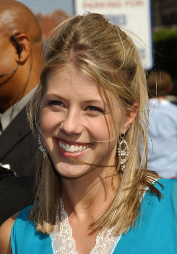Full House wallpaper containing a portrait entitled Jodie Sweetin photos