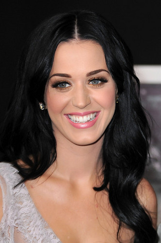 Katy Perry wallpaper containing a portrait entitled Katy Perry @ the Premiere of 'The Tempest'